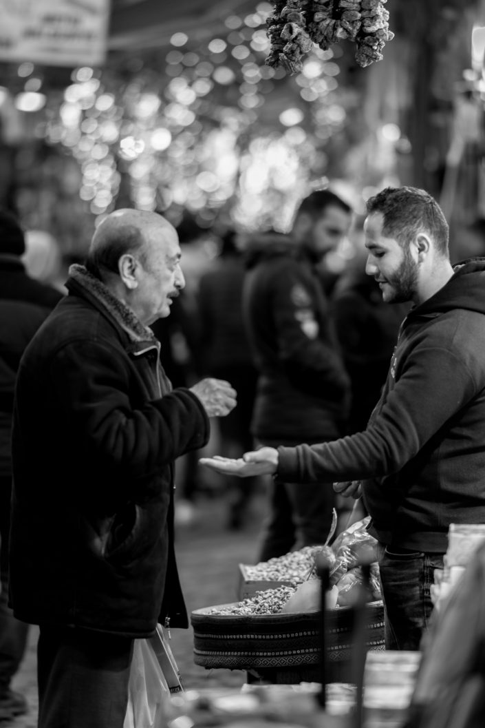 Istanbul Grand bazar, Vendor receiving money from client