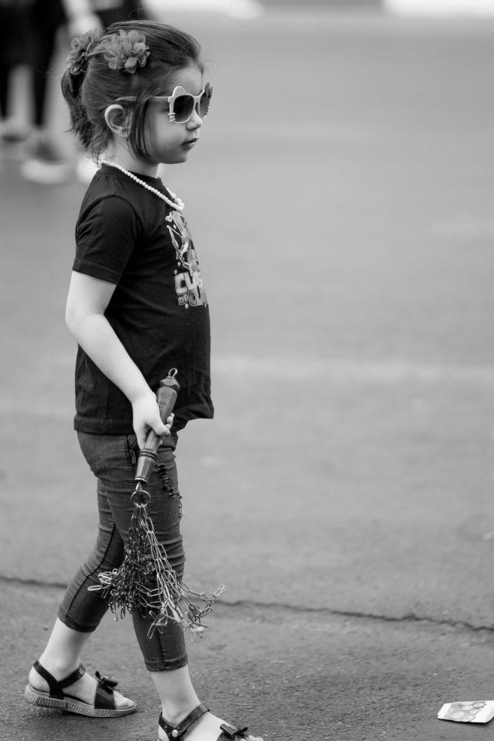 Little girl wearing sunglasses holding an Ashura chains