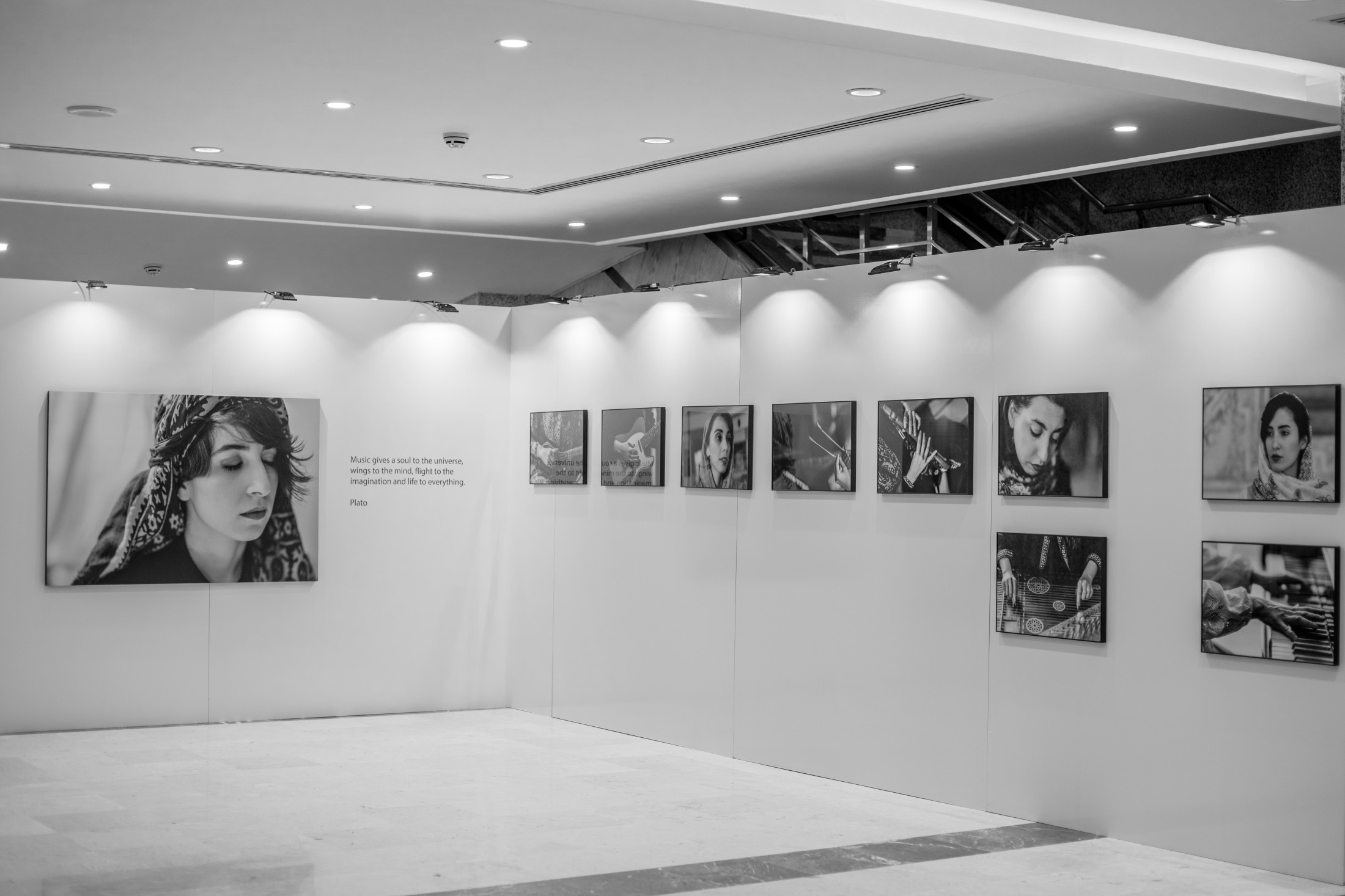 Photo exhibition set