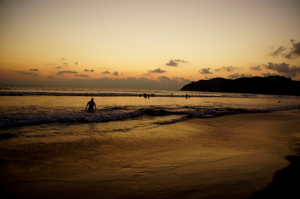 Flowing inspiration - Beach in Acapulco